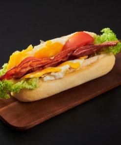 baguett med egg og bacon