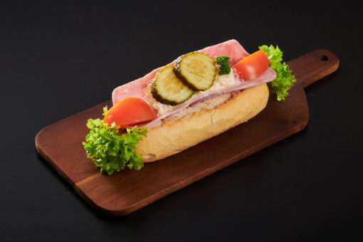 baguett med skinke og italiensk salat