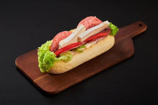 baguett med salami og brie